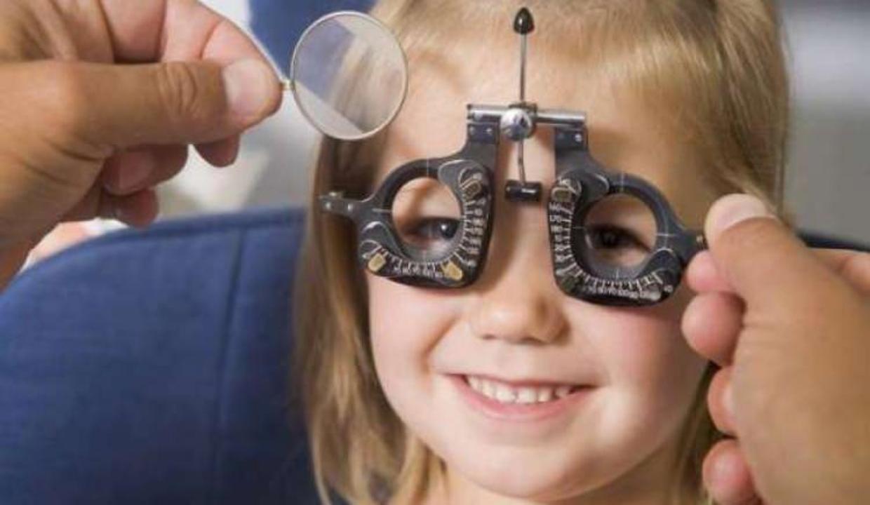 Çocuğunuzda göz kapak düşüklüğü varsa dikkat!