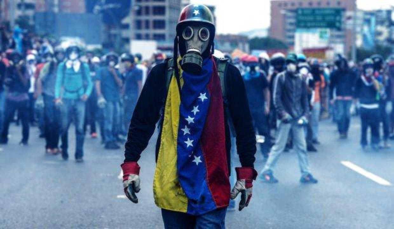 Maduro'dan misilleme geldi: Bizde sokakta olacağız!