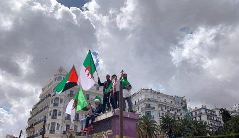 Cezayir halkı yeni Cumhurbaşkanına da 'hayır' dedi!