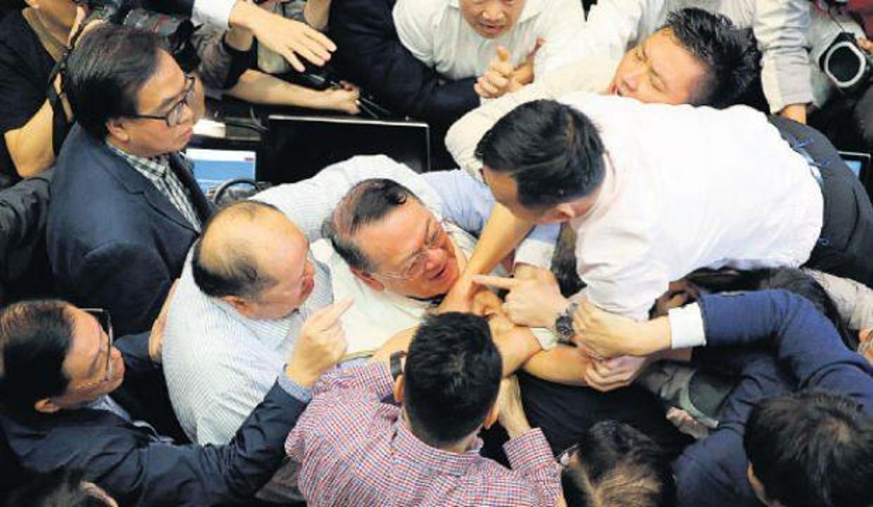 Hong Kong'da tartışmalar sürüyor! 20 Haziran'da oylanacak