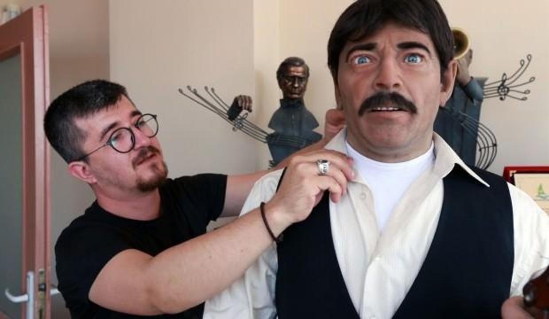 Kemençe çalıp türkü söyleyen 'android heykel' hayran bırakıyor!