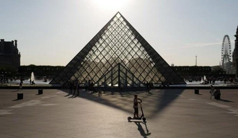 Emine Bulut'un adı ve 'Ölmek istemiyorum' haykırışı Louvre Müzesi'nde
