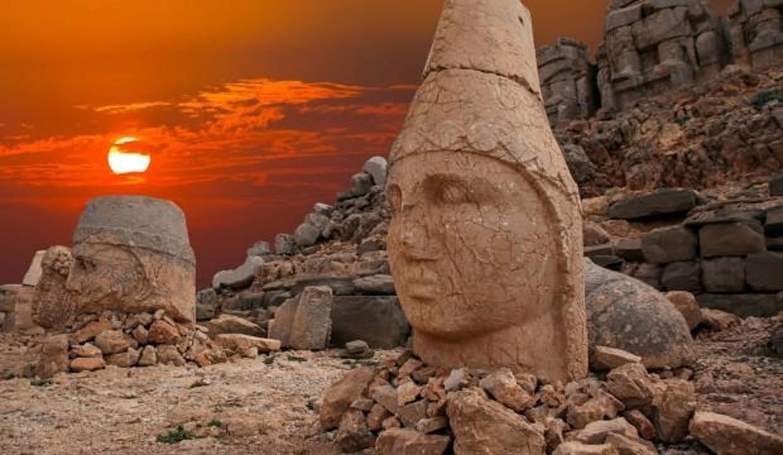 Nemrut Dağı nerede, nasıl gidilir? Efsanevi hikayesi nedir?