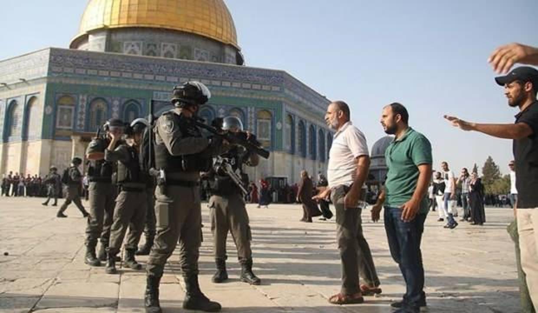 İsrail polisi Mescid-i Aksa'da cemaate saldırdı:'10 yaralı