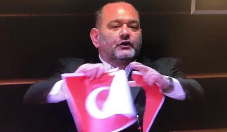 Meclis'te skandal görüntüler! Türk bayrağını yırttı! Türkiye'den çok sert açıklamalar
