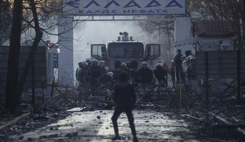 Yunanistan polisi, sınırdan geçmek isteyen hamile göçmeni vurdu