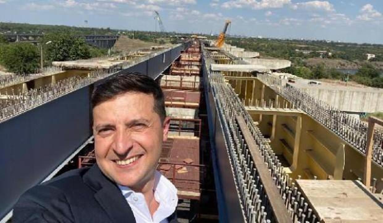 Zelenskiy, Türk şirketinin yaptığı köprü inşaatını gezip selfie çekti