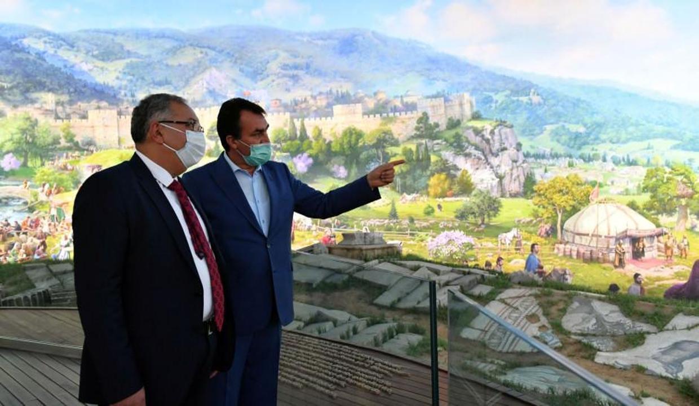 Metin Kıratlı Bursa Fetih Müzesi'ne hayran kaldı