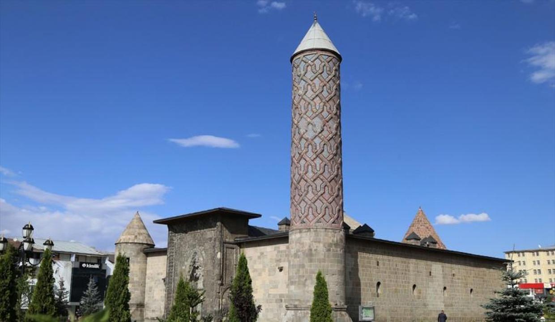 Erzurum'da gezilecek tarihi yerler en sessiz günlerini yaşıyor