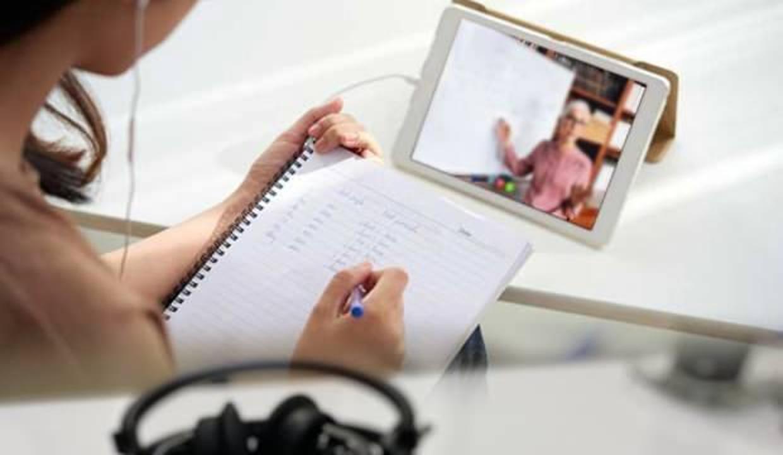 Online eğitimde kulaklara dikkat