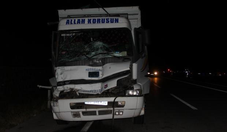 Sivas'ta kamyon ile traktör çarpıştı: 1 ölü, 3 yaralı