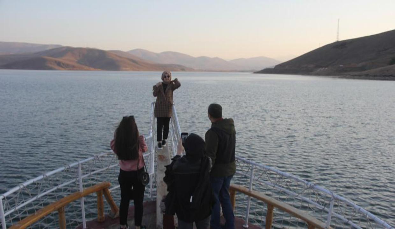 1700 rakımlı Demirözü Baraj Gölü'nde tekne turu