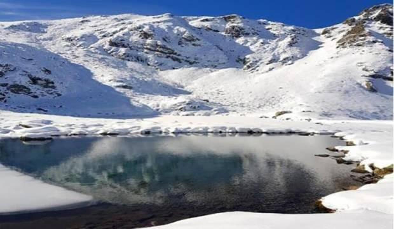 Karcal Dağı'nda göller ve akarsular buz tuttu