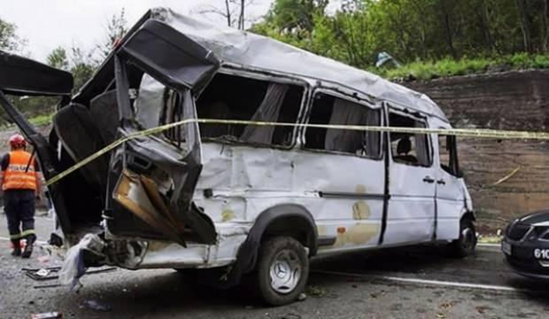 Nikaragua'da otobüs devrildi: 17 ölü