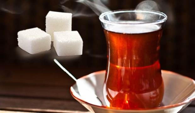 Günde 5 bardaktan fazla çay içenler dikkat! Çaya iki şekerden fazla atıyorsanız...
