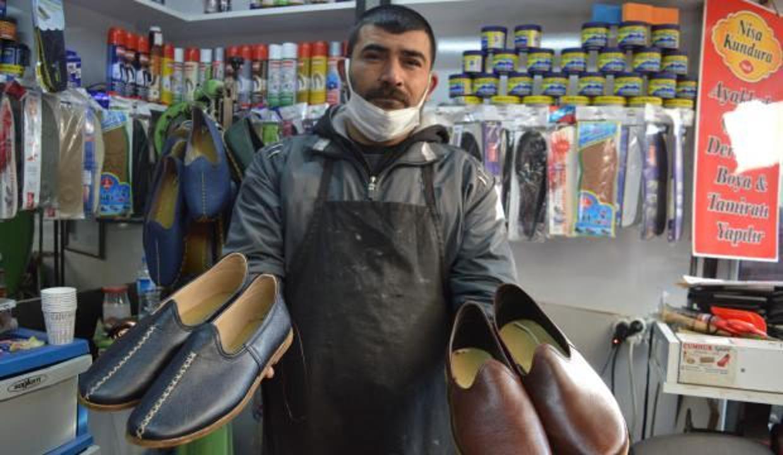 Osmanlı döneminden kalma unutulmaya yüz tutmuş çarıkları üretiyor, yüzyıllık kültürü yaşatıyor
