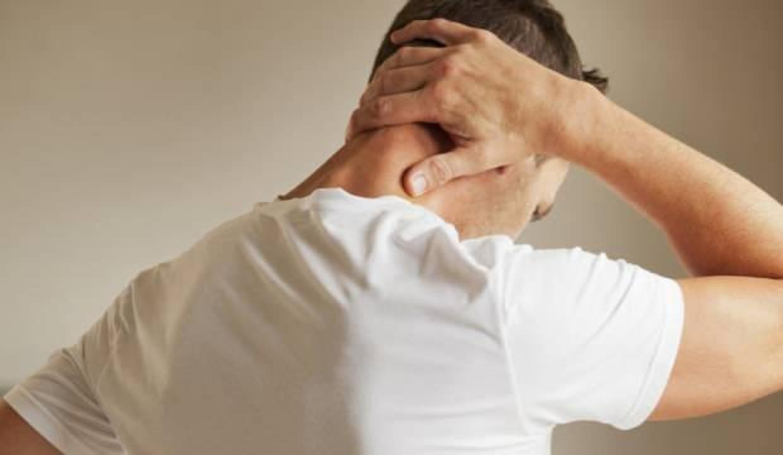 Boyun tutulmasında ne yapılır? Boyun tutulmasına iyi gelen rahatlatan egzersizler...