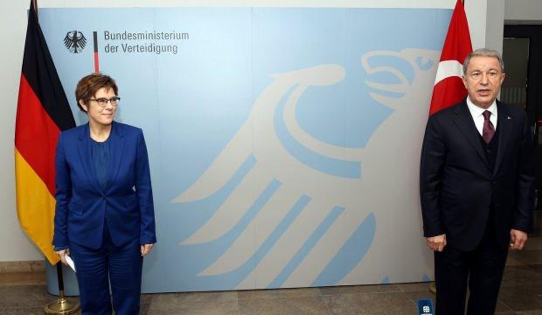 Milli Savunma Bakanı Akar, Alman mevkidaşı Karrenbauer ile görüştü