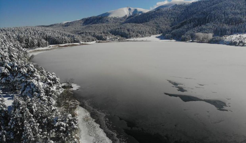Buz tutan doğa harikası göller göz kamaştırdı