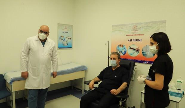Sağlık Bakanı Koca, Kovid-19 aşısının ilk dozunu yaptıran Destici'ye teşekkür etti