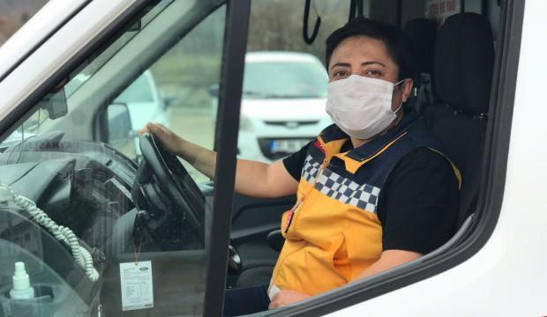 9 yıldır ambulans şoförlüğü yapan kadın hem zamana hem erkek meslektaşlarına meydan okuyor!