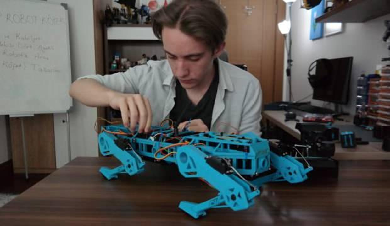 Robot köpek projesiyle TÜBİTAK yarışmasında finalist oldu