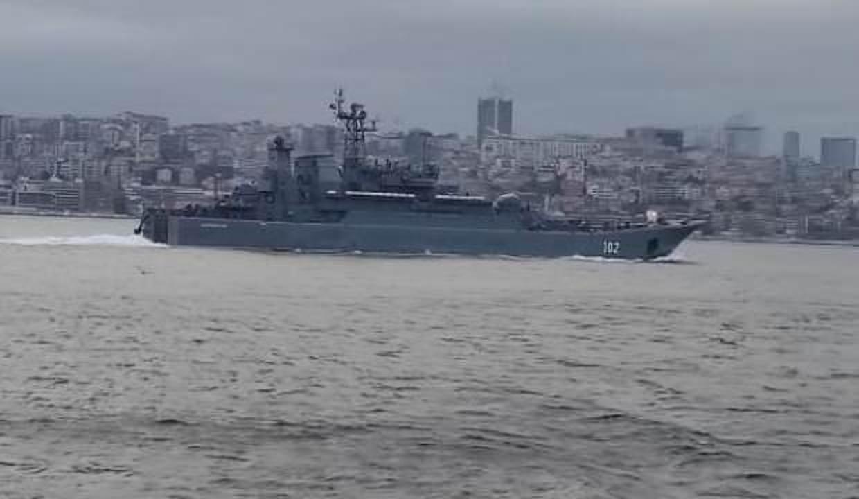İki Rus savaş gemisi İstanbul Boğazı'ndan geçti