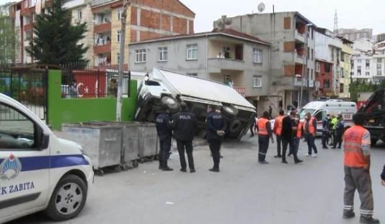 Esenyurt'ta kamyon kreş duvarına çarptı: 3 yaralı
