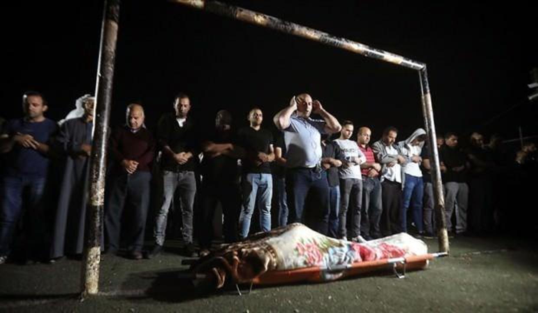 Filistinli kadın şehit son yolculuğuna böyle uğurlandı