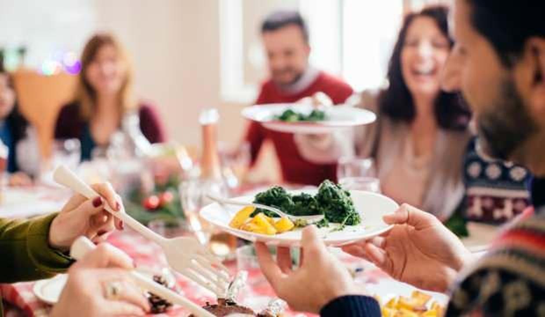 Uzmanlar uyarıyor: Bayramda fazla yemekten kaçının!