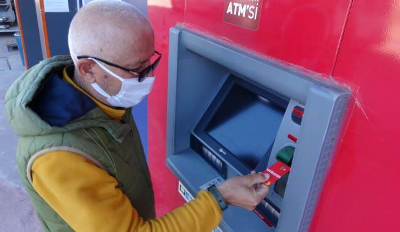 Emekli maaşını ATM'de unuttu! Saniyeler içinde çalındı