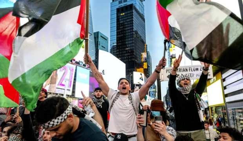 New York'ta binlerce kişi Filistin'e destek için yürüdü