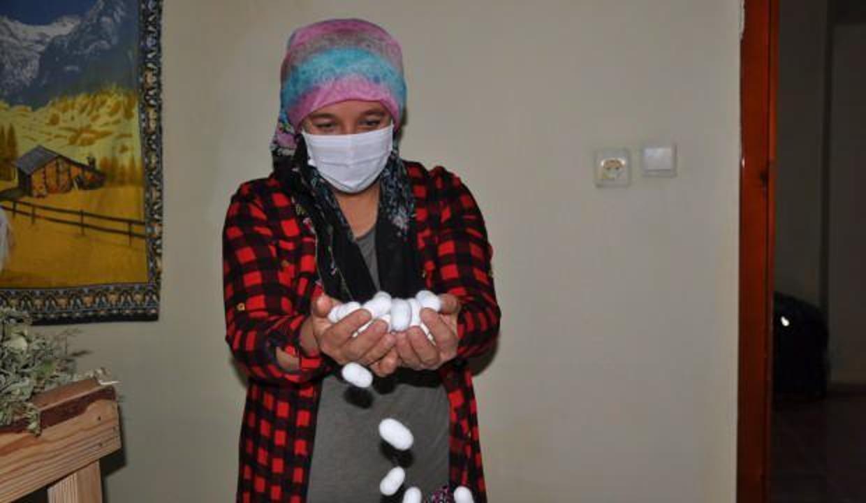 3 çocuk annesi kadın kaymakamlıktan destek aldı, ipek böceği yetiştiriyor