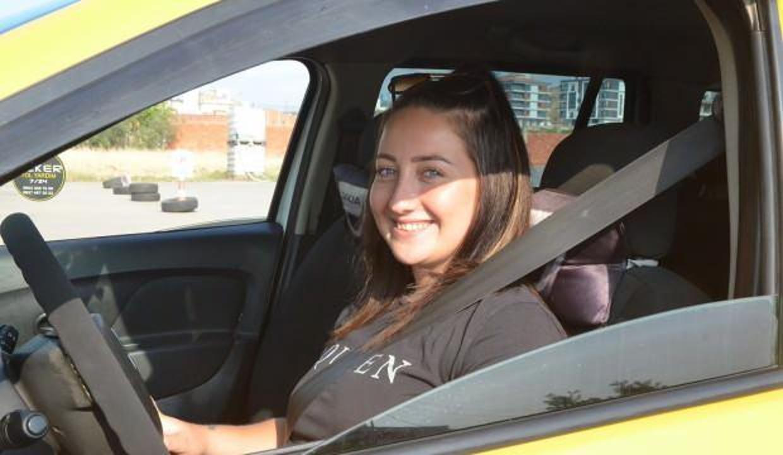 24 yaşındaki taksici Seda'yı görenler şaşırıyor!