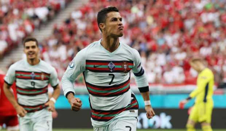 Cristiano Ronaldo'dan çifte rekor!