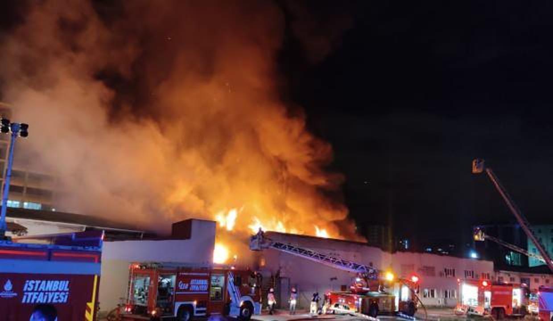Küçükçekmece'deki kağıt fabrikasında korkutan yangın!