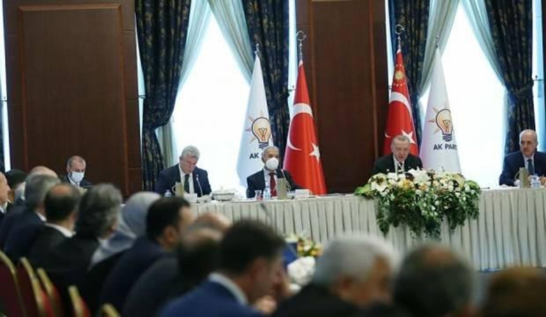 Erdoğan'ın milletvekilleriyle toplantısında bir ilk yaşandı! Selvi: Liderlik bu işte...