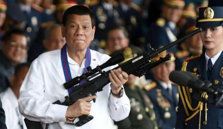 Filipinler'den aşı olmayanları hapse atma girişimi