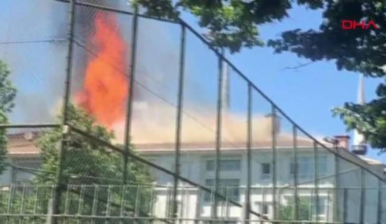 Bağcılar'da okulda korkutan yangın! Çok sayıda ekip sevk edildi