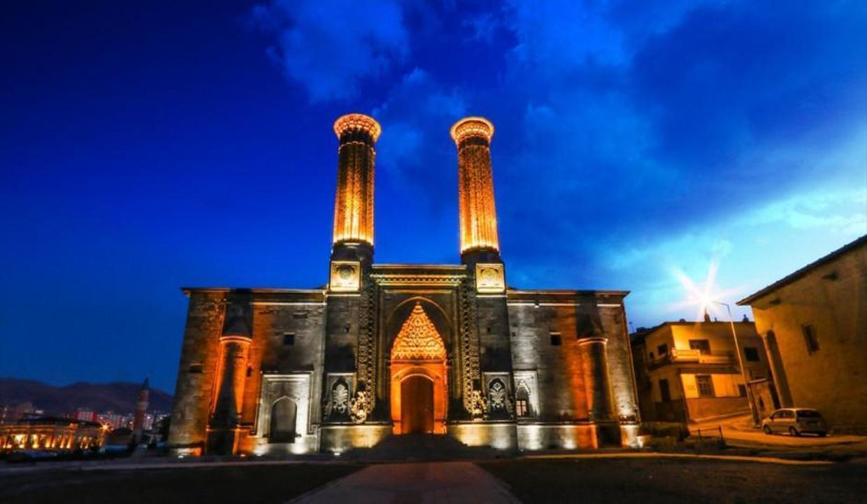 Erzurum Çifte Minareli Medrese kapılarını yeniden açıyor
