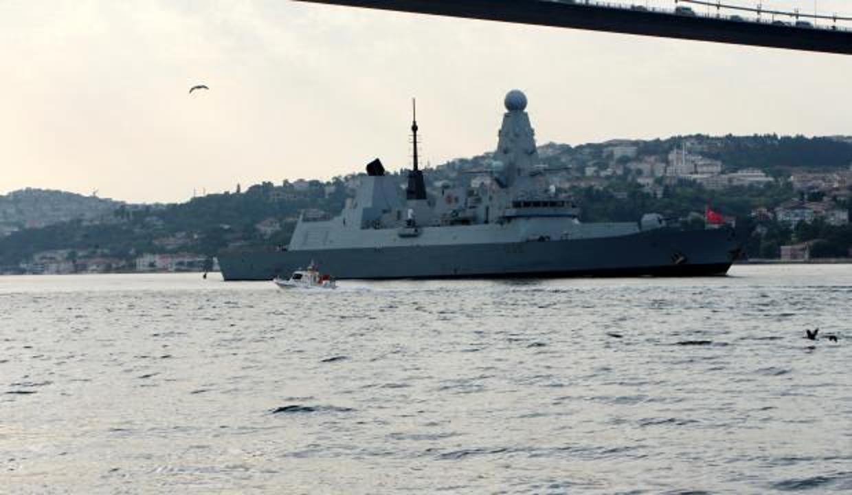 Karadeniz'deki gerilimi artıran gemi İstanbul'dan geçti