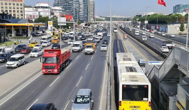 Normalleşmenin ilk gününde İstanbul'da trafik yoğunluğu