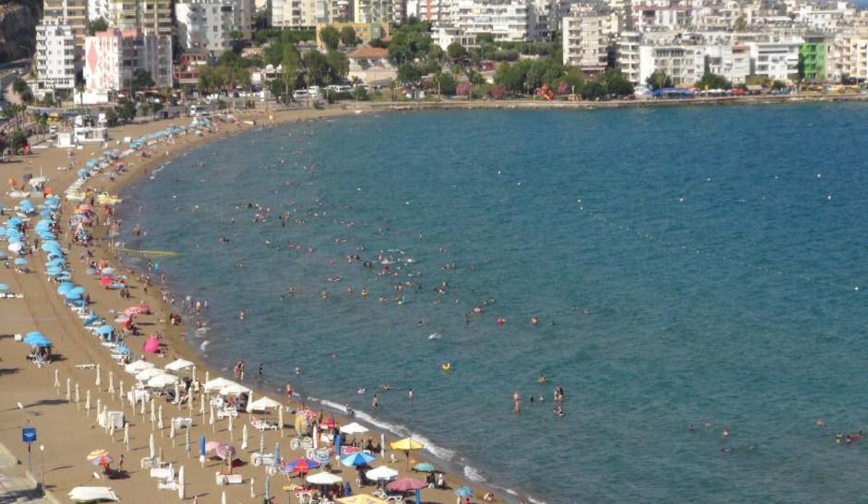 Kısıtlamalarkalktı sıcaklar arttı, tatilciler denize koştu