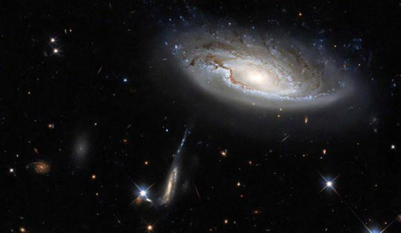 350 milyon ışık yılı uzaktaki iki galaksi tek karede görüldü