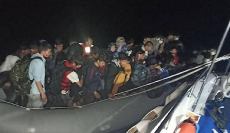 Çanakkale açıklarında 68 düzensiz göçmen yakalandı