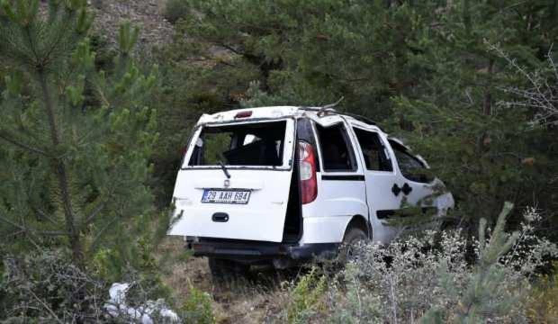 Gümüşhane'de içinde 6 kişi bulunan araç dere yatağına uçtu