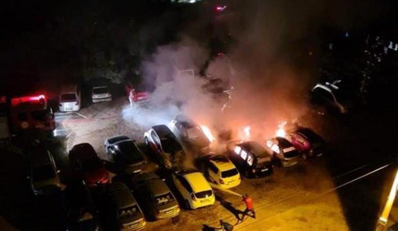 Mersin'de otellerin kullandığı otoparkta 12 araç cayır cayır yandı