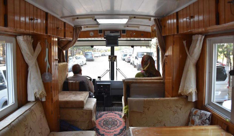 Motokaravana dönüştürdüğü minibüsüyle 13 yıldır Türkiye'yi geziyor