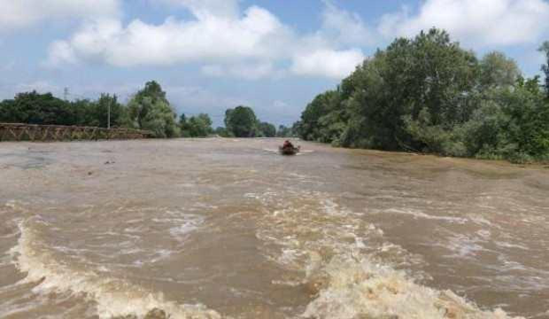 Nehirde kaybolan Emirhan'ı arama çalışmaları sürüyor