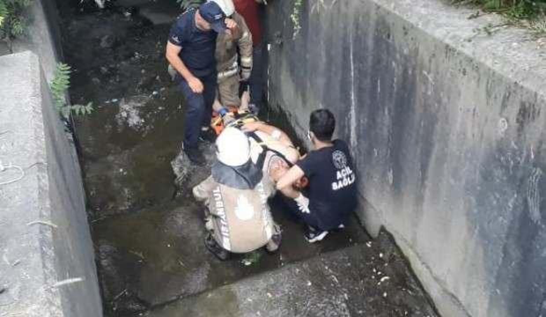 Sultangazi'de ot biçerken su kanalına düşen işçi yaralandı